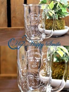 グラスに家族の似顔絵が…