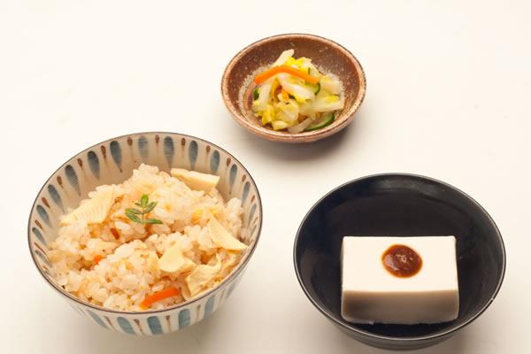 筍ご飯と胡麻豆腐の和食セット