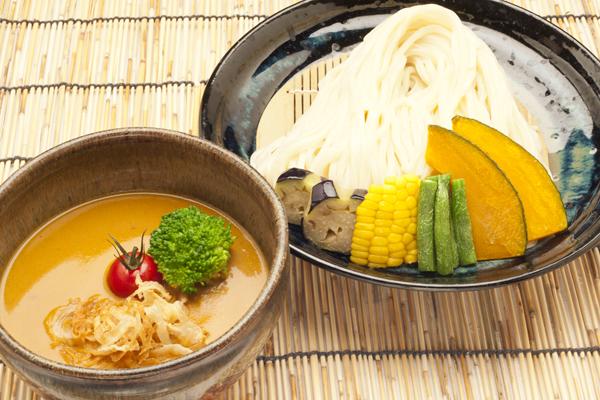 ベジタブルカレー出汁 オニオンチップ入り ベジカレーつけ麺