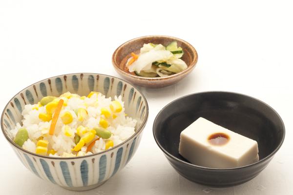 とうもろこしご飯と胡麻豆腐の和食セット