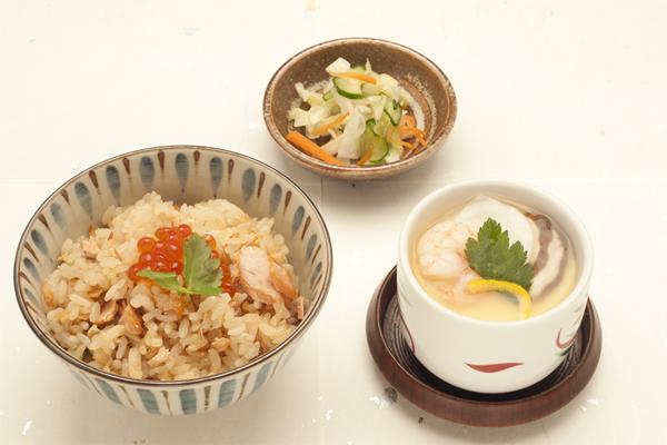 秋鮭といくらのはらこ飯と茶碗蒸しの和食セット