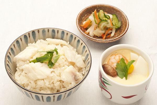 鯛めしと茶碗蒸しの和食セット