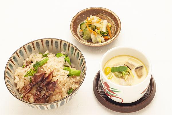 富山産蛍烏賊と菜花の炊込みご飯