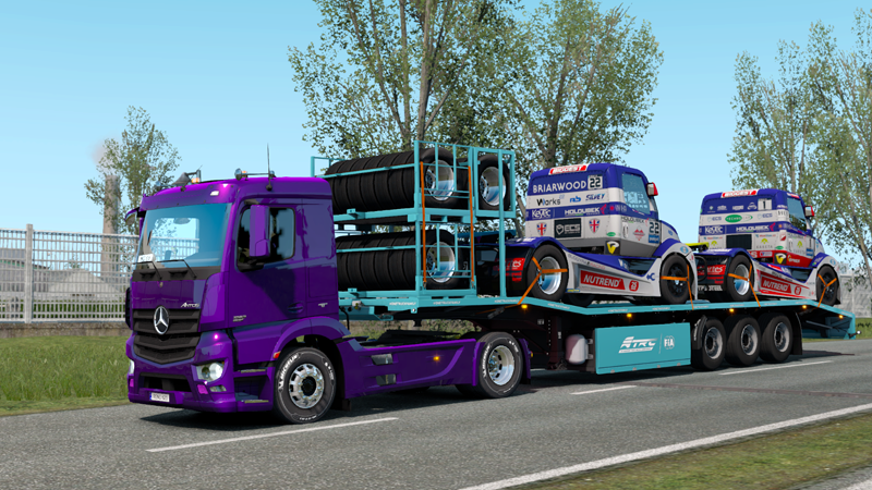 レーシングトラックを運ぶイベント