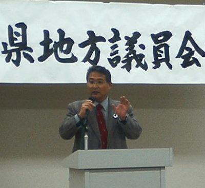 愛知県地方議員会議にて報告するJMIU愛知副支部長