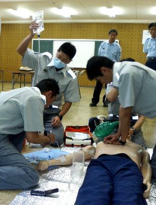 救急隊員によるアドレナリン注射