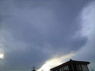 空が真っ黒