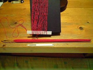 上が旦那の手作り編み棒。下が買った物
