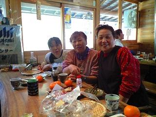 「木の小屋」の、おばちゃん3姉妹