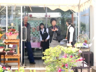 テクノ・ホルティ園芸専門学校(母の日の販売会)  (6).jpg