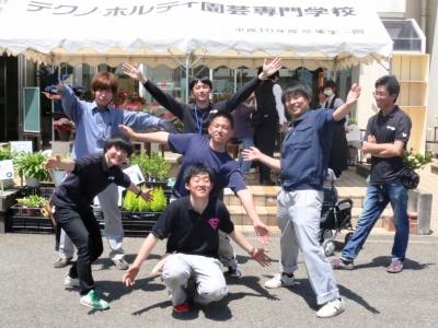 テクノ・ホルティ園芸専門学校(母の日の販売会)  (40).jpg
