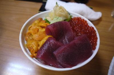 北海道札幌場外市場三色丼画像