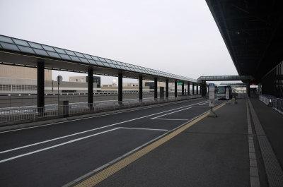 成田空港第二ターミナル道路画像