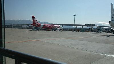 韓国釜山金海空港エアアジア飛行機画像