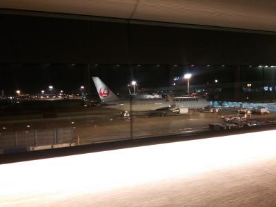 成田空港第二ターミナルサテライトへ動く歩道画像