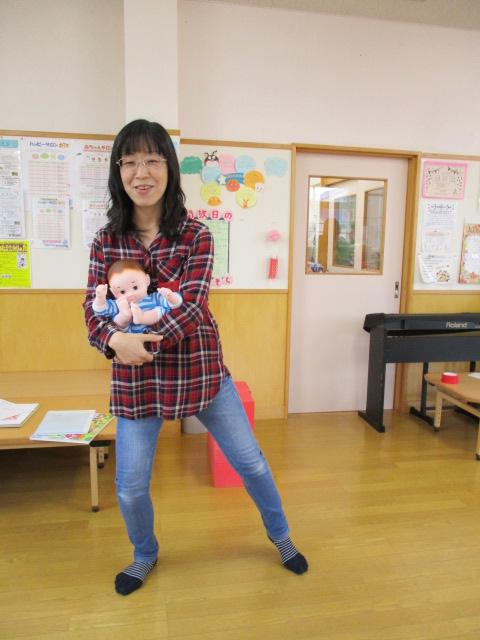 小田島さん丸く抱っこダンス