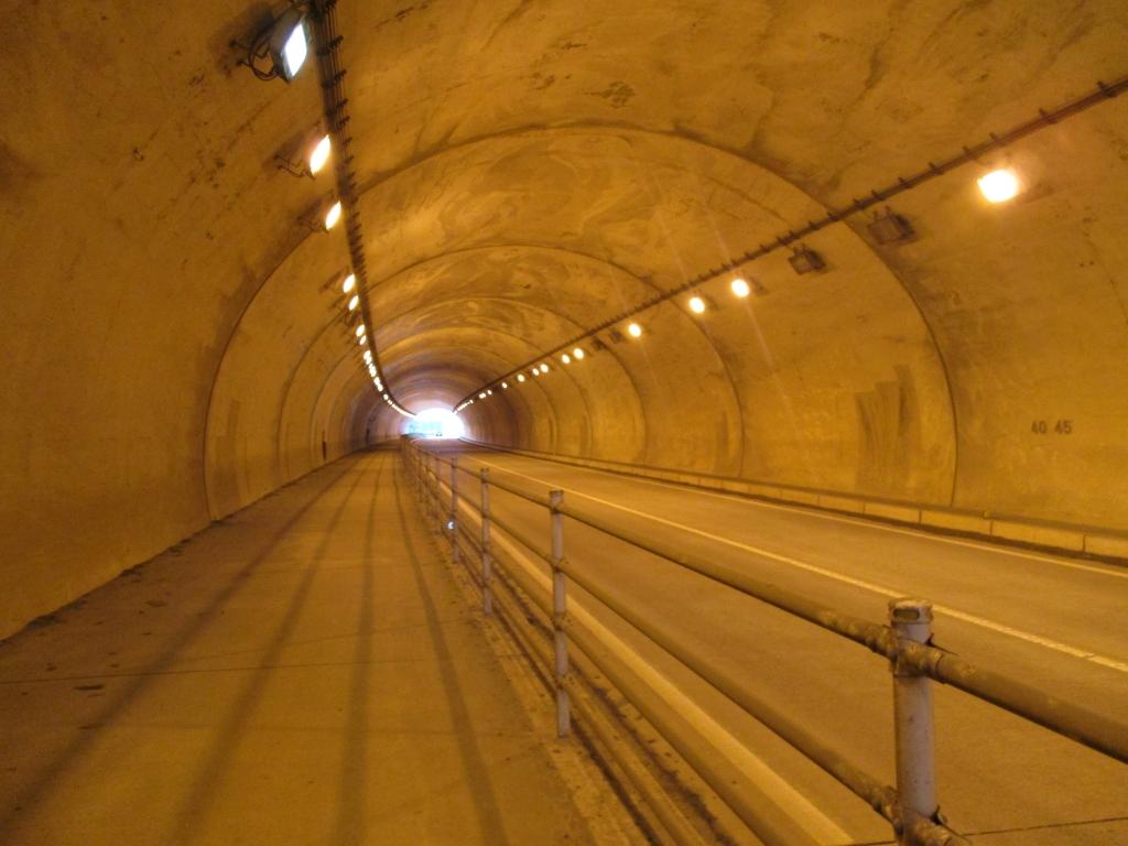 長いトンネル