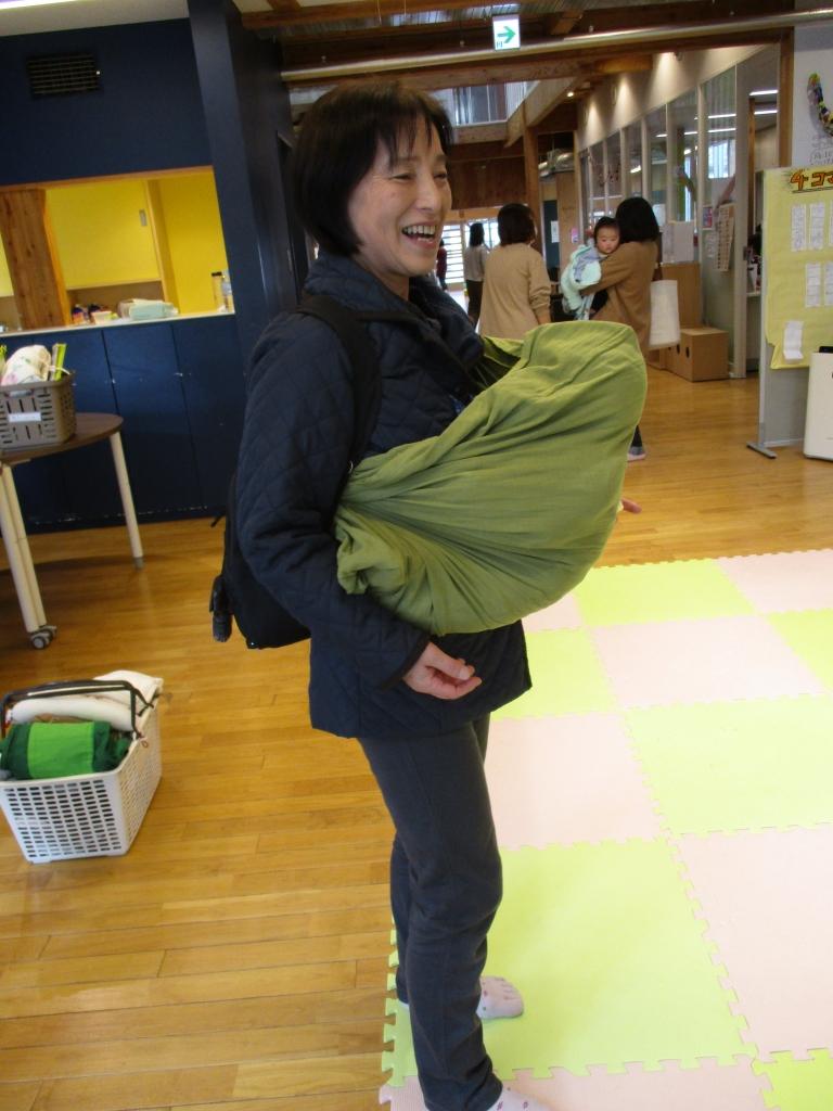 高津さんねんねこりんで運ぶ