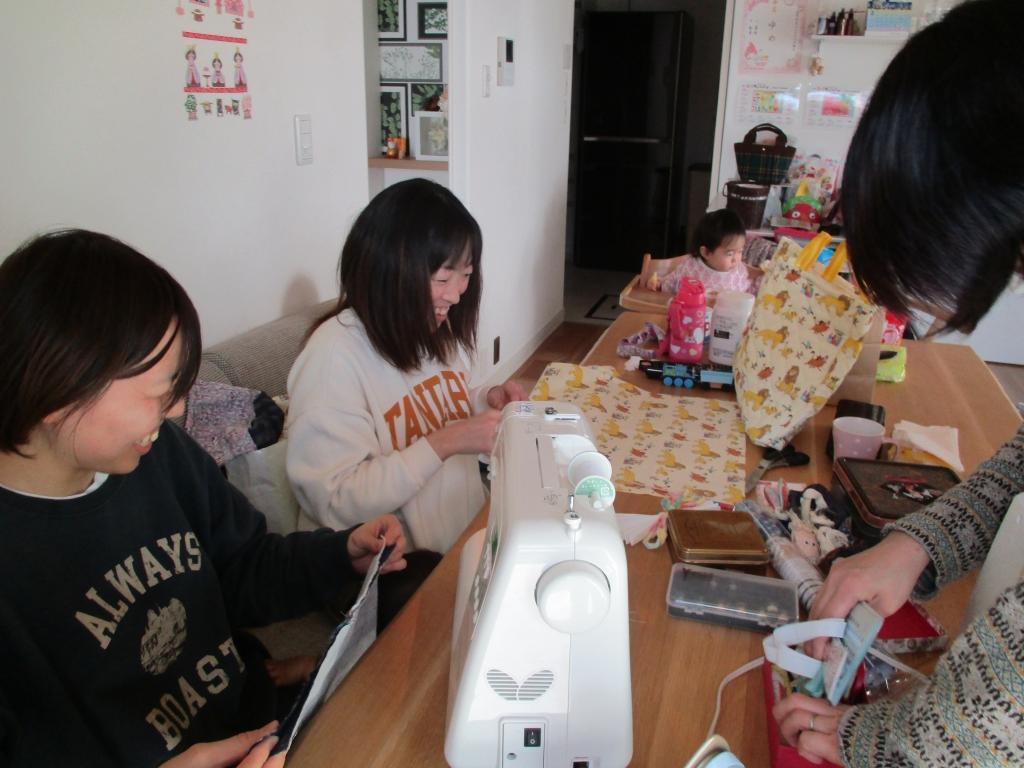 縫い物ママ