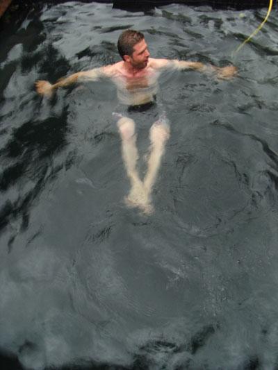 スイミングポンド、初泳ぎ