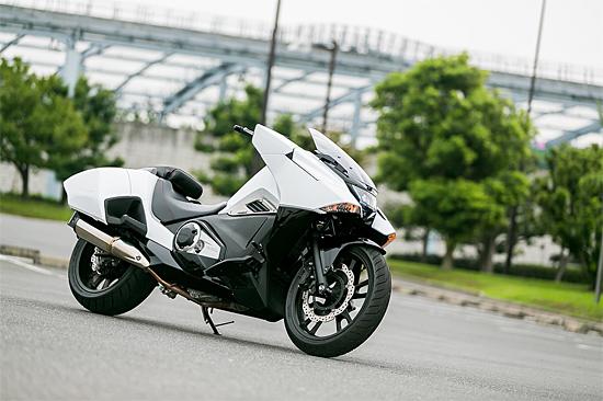ホンダNM4(未来的バイク)図1