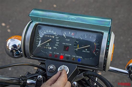 ロータリーエンジン バイク:スズキRE-5メーターカバー