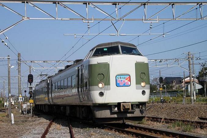 写真は大原駅に到着する列車。