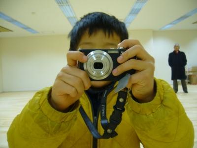 カメラ持ってる有輝
