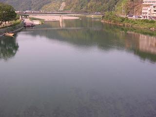 錦帯橋を通過中に錦川をのぞいてみた。