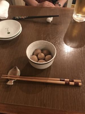 付き出しの煮卵ちゃんと選んだ箸置き&お箸