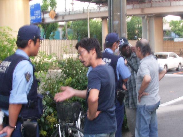 黒人と警官2