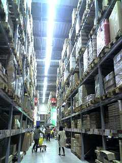 IKEAの怖〜い倉庫 通路
