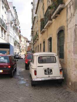 リスボンの下町で見つけたキャトル君