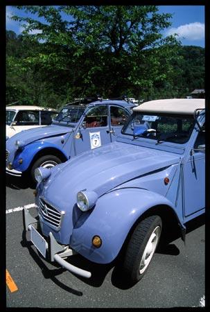 シトロエン2CV。フランスの大衆車として最右翼の存在。