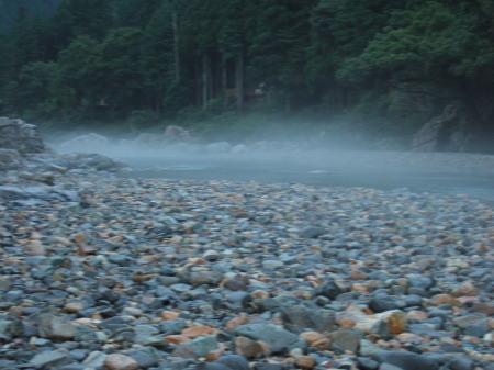 川から蒸気