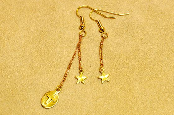 メキシコ ピアス ゴールド アシンメトリー 真鍮 星 華奢 小さい チャーム クロス 十字架 モチーフ ギフト プレゼント