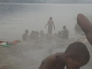 温泉と子供たち1