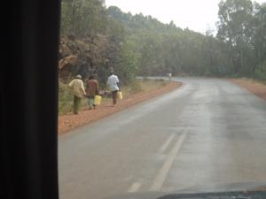 水を運ぶ人々