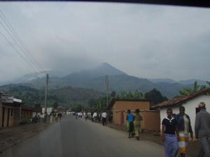 帰りがけの通りから見える丘