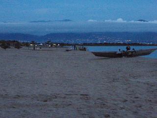 タンガニカ湖の夜景