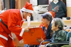サンタさんからのプレゼント、何でしょう?