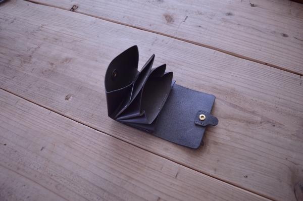 大きく開くaffordanceの財布