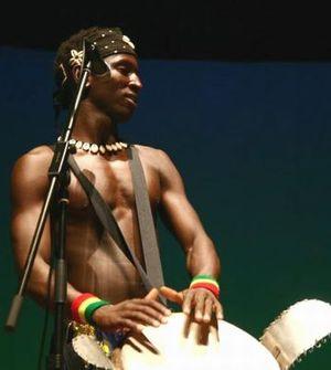 ギニアの太鼓演奏