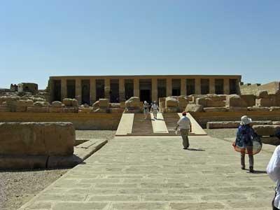 きれいに修復されたセティ1世神殿
