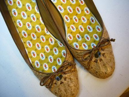 作り方は、超簡単、市販の靴の中敷などで型紙を取って、