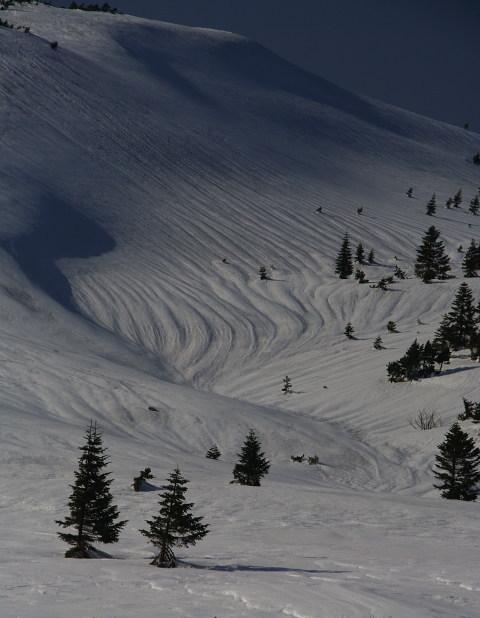 雪斜面の奥行き