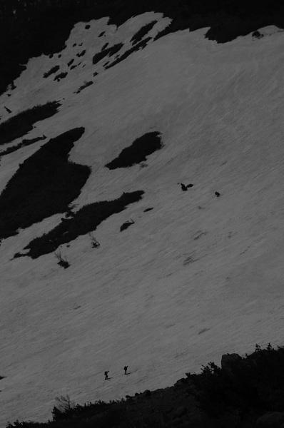 蓬莱雪渓をゆく