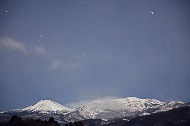 月夜の山脈