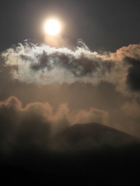 吾妻小富士と太陽