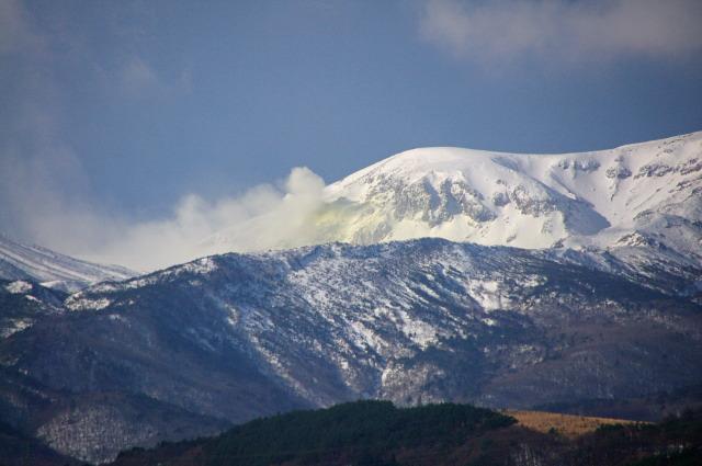 山麓から見る噴気